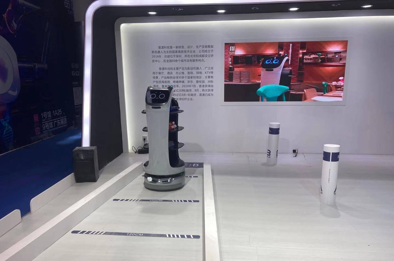咽拭子自助采样机、智能测温头盔,这些防疫新科技亮相高交会