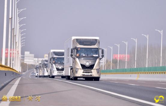 """黄河的古老与黄河重卡的现代化反衬 回头率百分百的""""公路动车"""""""