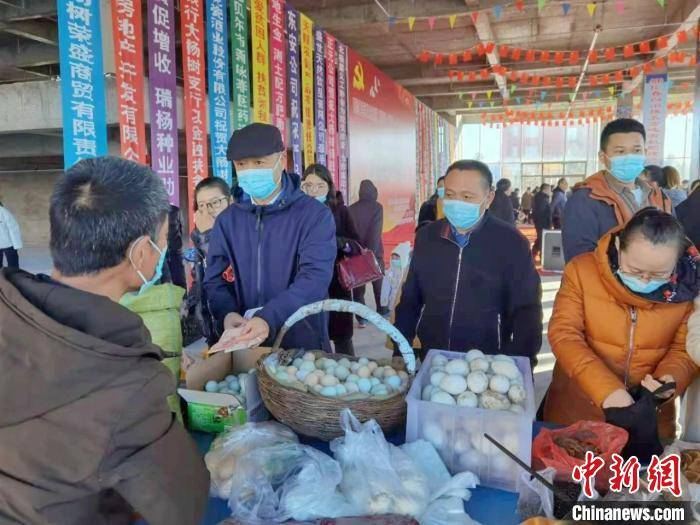 """鄂伦春族聚居地红红火火办""""大集"""":打通消费扶贫""""最后一公里"""""""