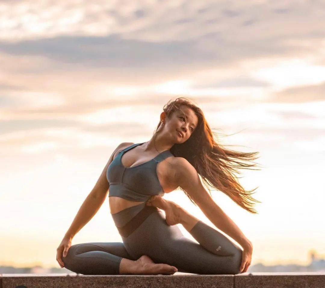 你的髋部、胸腔打开了吗?试试这个瑜伽高阶体式..._王式