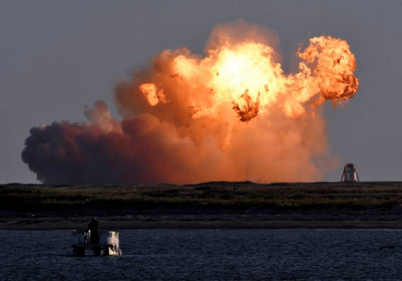 "SpaceX""星舰""试飞爆炸,马斯克却很高兴:任务完成"
