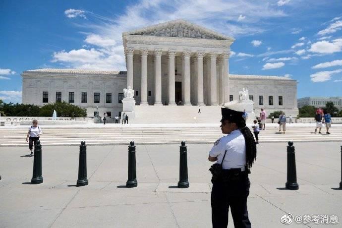 """外媒:特朗普抨击美最高法院并称司法部长表现""""令人失望"""""""