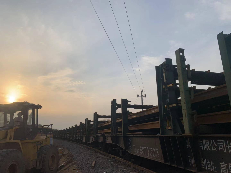 国内首例高速铁路改建工程全面进入铺轨阶段