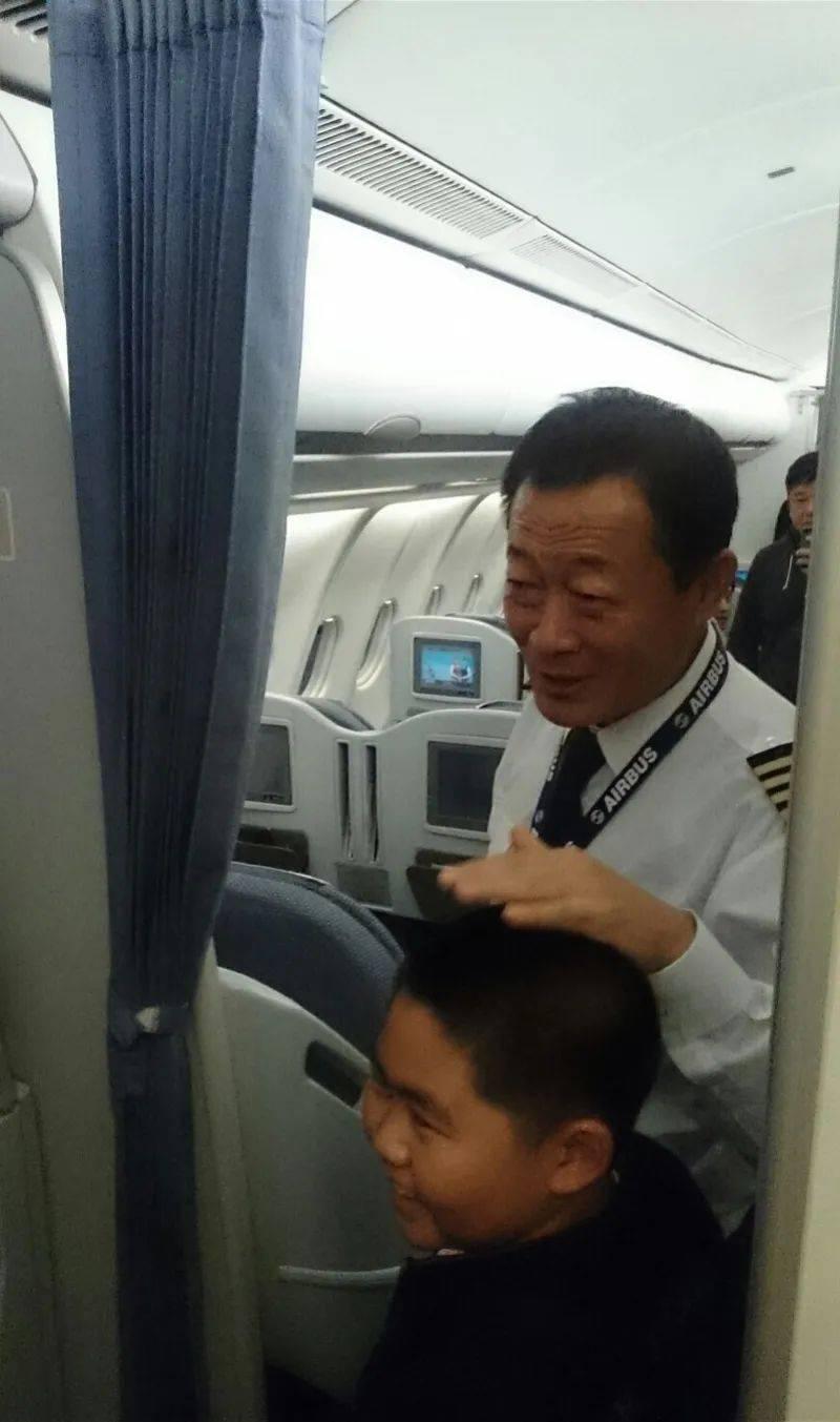 2020年12月25日中国最美机长贺中平离世