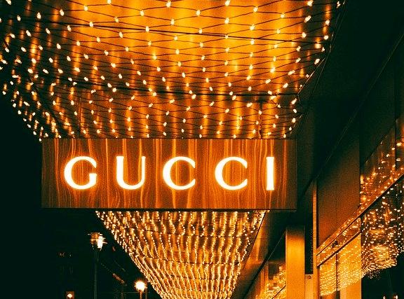 国际大牌上黑榜:GUCCI、阿玛尼等67批服装不合格