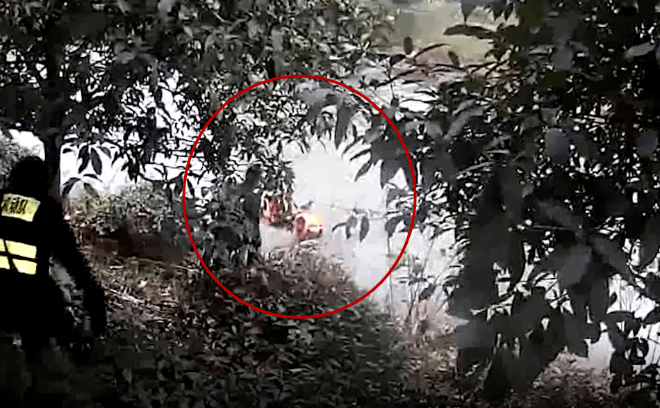 雨雪天,杭州95后新警跳进了冰冷的河里......