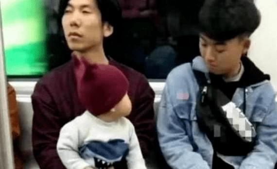 """原配宝宝坐地铁去邻家兄弟是""""痴情""""的:招孩子喜欢的人一般都有这些特点…"""