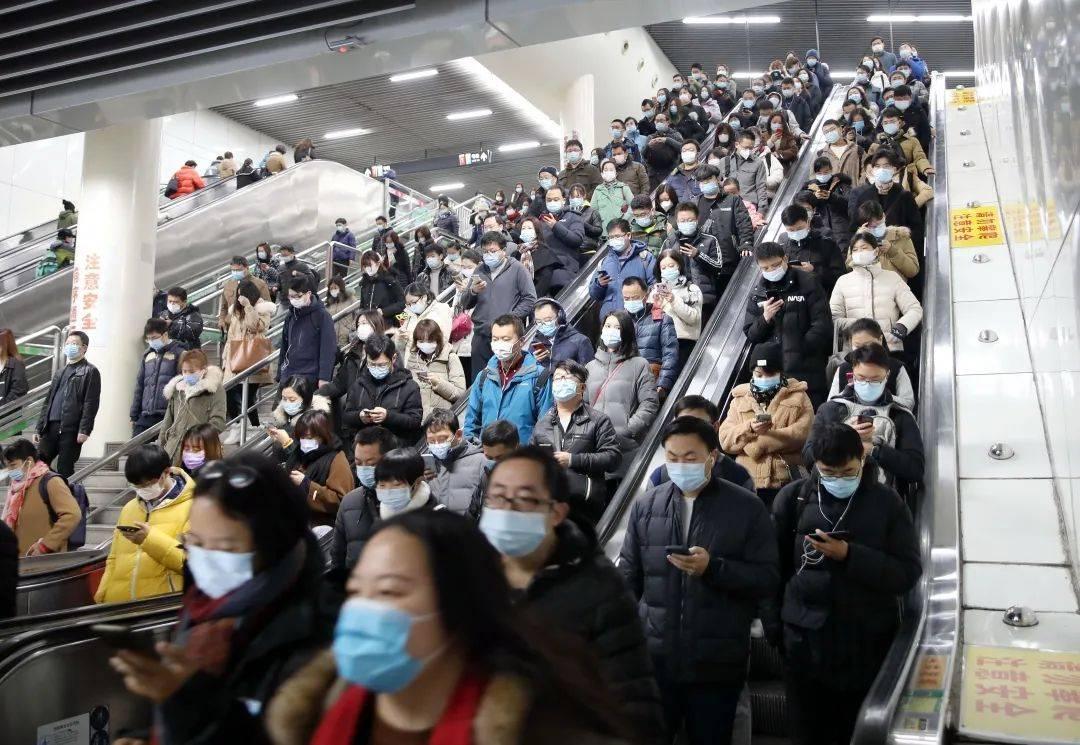 """上海地铁今晨又现一""""狼""""!上海法治报记者直击警察抓捕全过程"""