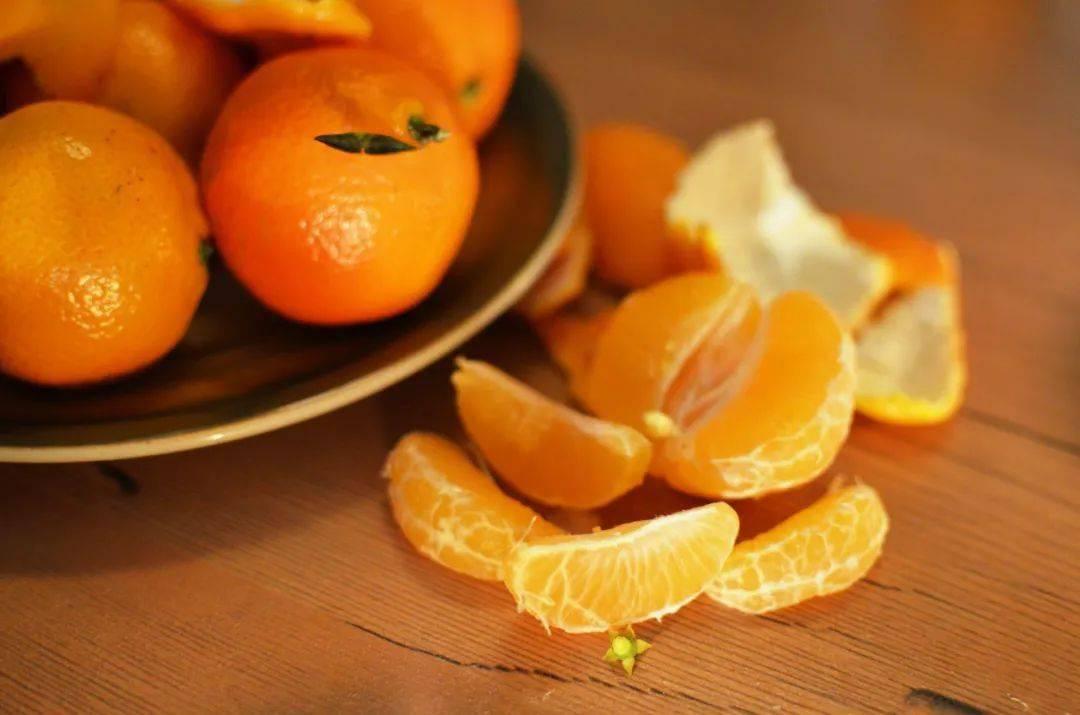 橘叶疏肝气、橘皮健脾胃...一个橘子相当于5味药,但也别乱吃