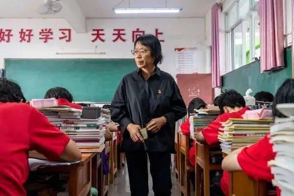 """【侨云南】探寻中国第一所公办免费女高""""教育奇迹""""的背后"""