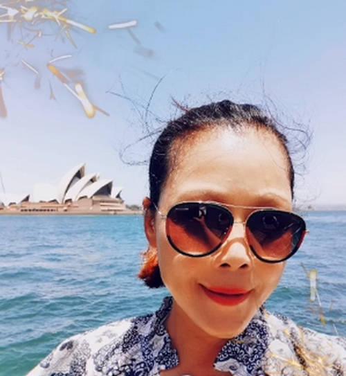 53岁田震分享生活,家中大壁炉令人羡慕,定居澳洲生活悠闲惬意
