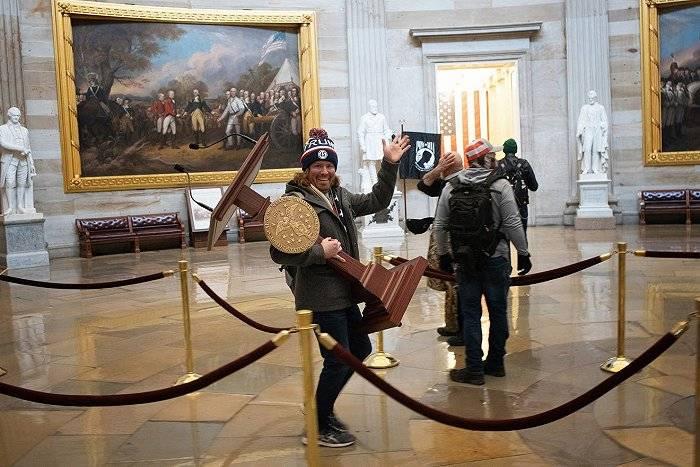 联邦调查局急征线索,美国会大厦闯入者都是什么人?