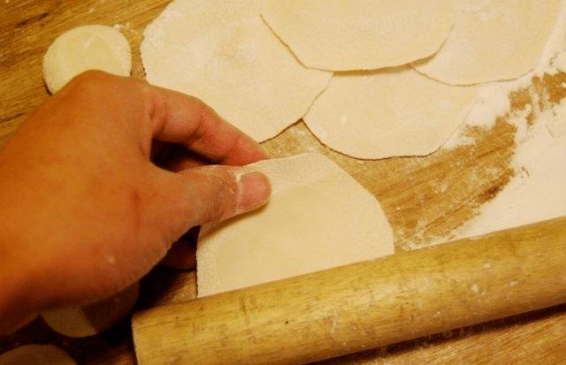 煮饺子,怎么做才不破皮?牢记几点窍门,饺子煮好个个完整口感好