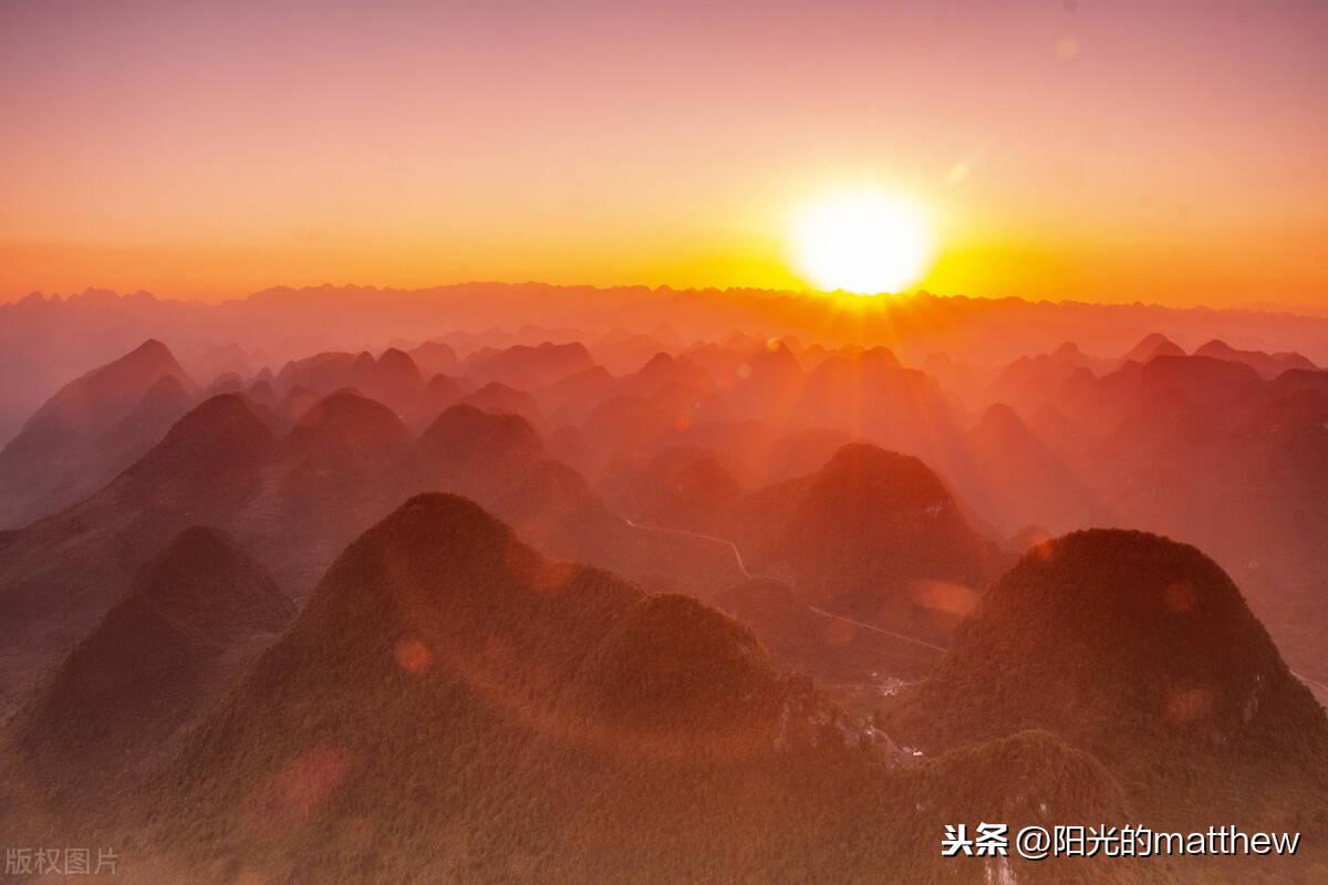 """云南罗平那色峰海风光迷人,被誉为""""世界山峰之都"""""""