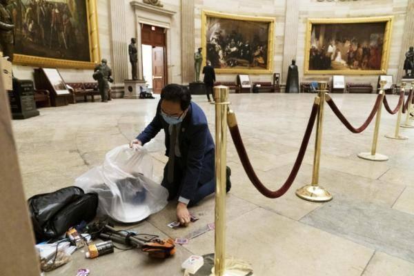 美博物馆收集国会暴乱遗留物品
