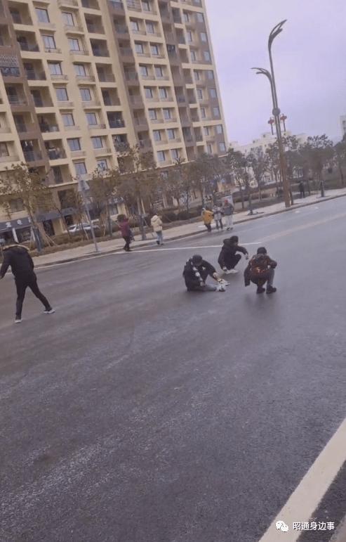 这几天早上的昭阳、鲁甸街道是这样的......花式溜冰......