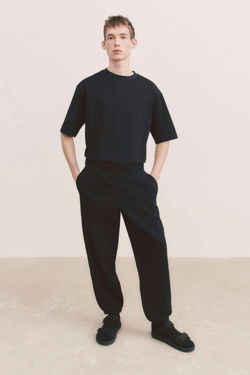 Shawn Stussy x DIOR联名新作|Barneys 东京旗舰店闭店|Uniqlo U 2021 春夏系列