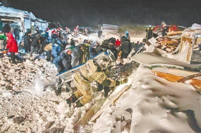 俄一滑雪场 发生雪崩