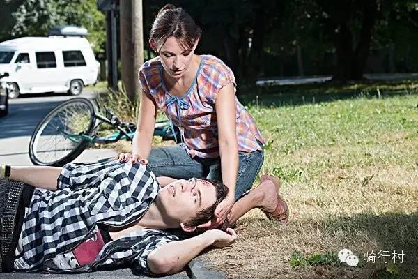 骑行中意外摔车,需要立刻做的几件事!