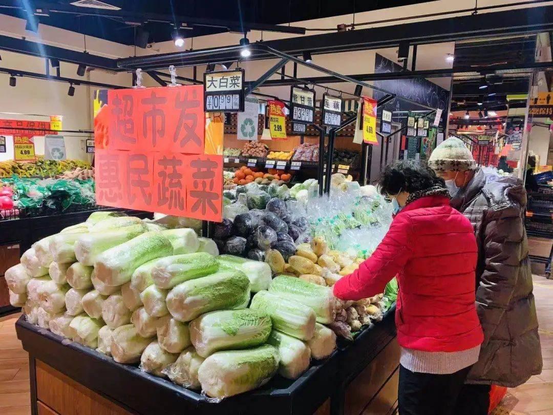 现场!一斤0.99元,超市发2万斤惠民大白菜来了!