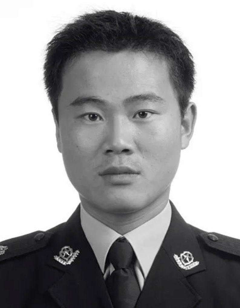 """全世界唯有中国,警察前还有""""人民""""二字!"""