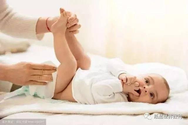 给新生儿换纸尿裤,要注意这些细节!