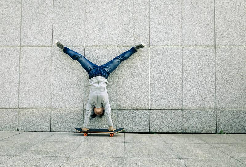 背墙倒立俯卧撑,为什么很多人不推荐?让我们来了解一下_健身