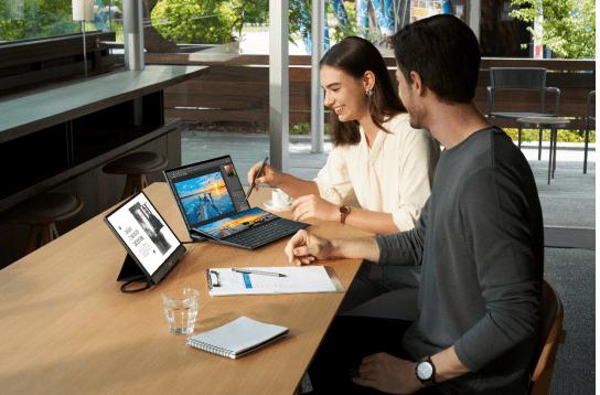 CES 2021华硕重磅发布多款新品 主副屏实现双屏无缝交互