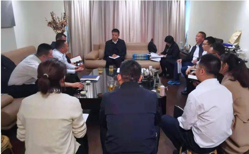 雷洋到州政府驻上海联络处调研并看望慰问赴松江跟班学习干部