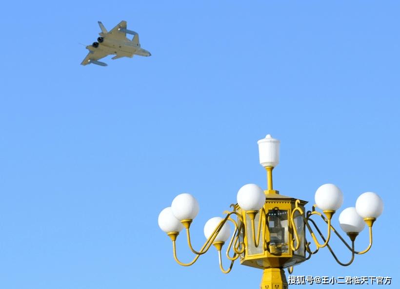 殲20掛副油箱從頭頂掠過,航程遠超F-22!3架殲20打不過1架F-22?