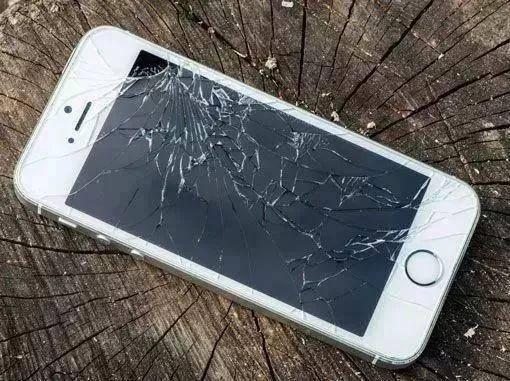 手机屏幕碎了怎么办的小妙招(手机屏小碎角处理方法)