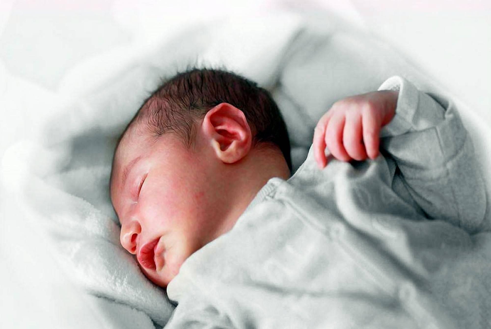 为啥宝宝晚上爱烦躁蹬腿?儿科医生:和三个原因有关,宝妈要有数