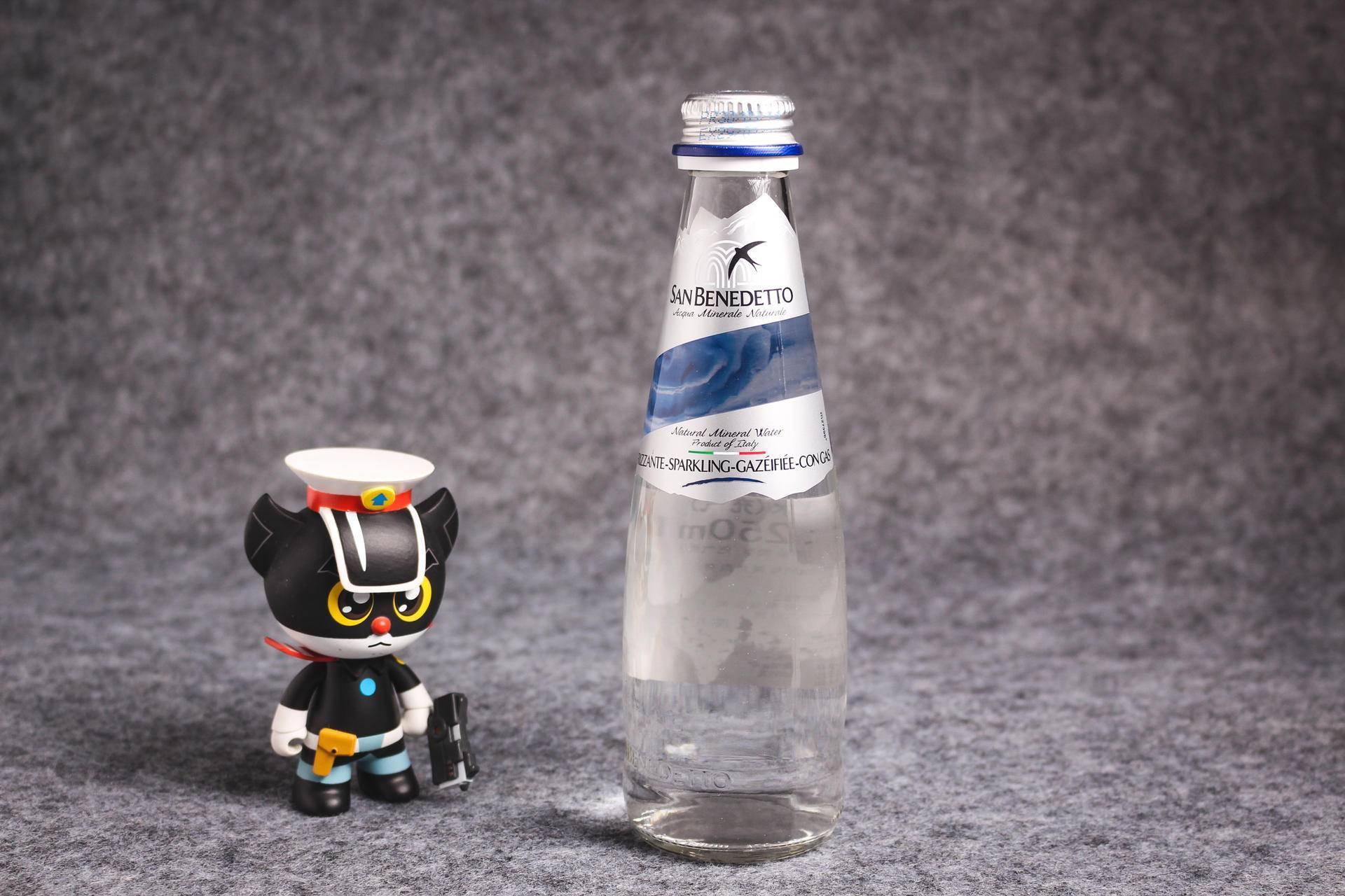 汤力水和苏打水的区别(调酒用苏打水还是汤力水)