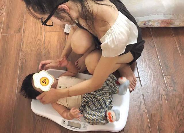 """宝宝体重不涨反""""轻"""" 0-12月体重标准 你家宝宝发育达标了吗?-家庭网"""
