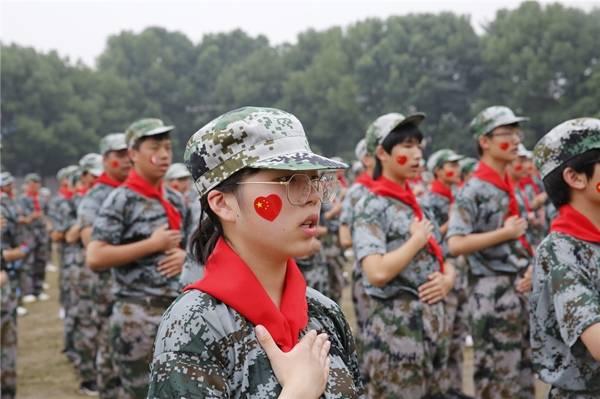 武汉市东西湖职业技术学校举行2020级新生军训汇报表演暨结营仪式