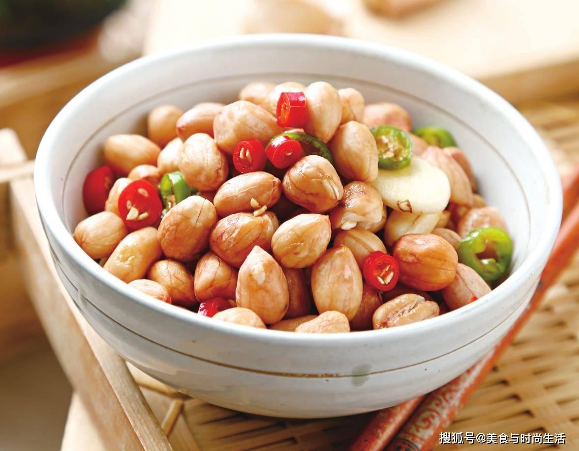 花生米别油炸,换种做法,酸辣香脆,做下酒菜更美味