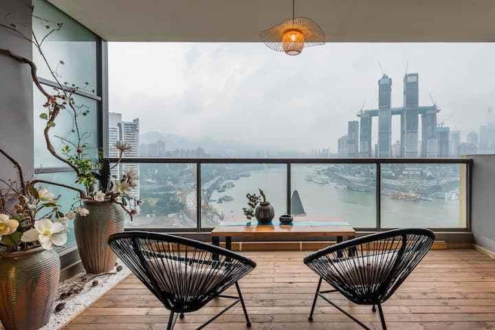 原来在重庆,我想坐在这样的椅子上静静的看河