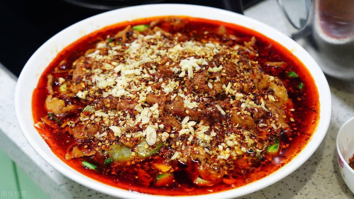 老厨师教你做,家庭版的川菜水煮肉片,味道鲜香麻辣爽口很地道