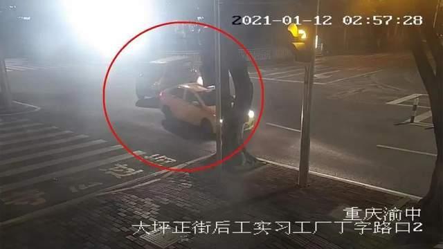 惊险一刻! 交叉路口不让行 两车相撞出事故!