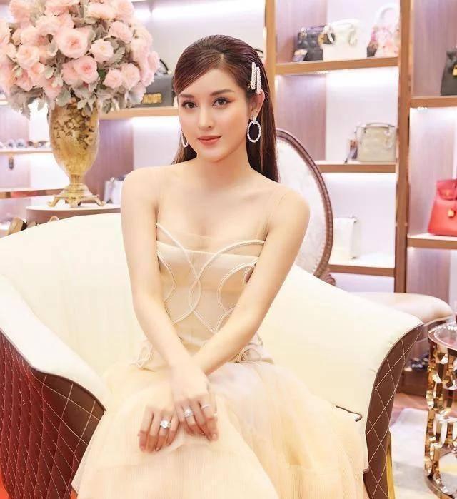 """深受网友喜爱的""""越南第一美女"""",新一代完美脸蛋,拥有性感身材"""