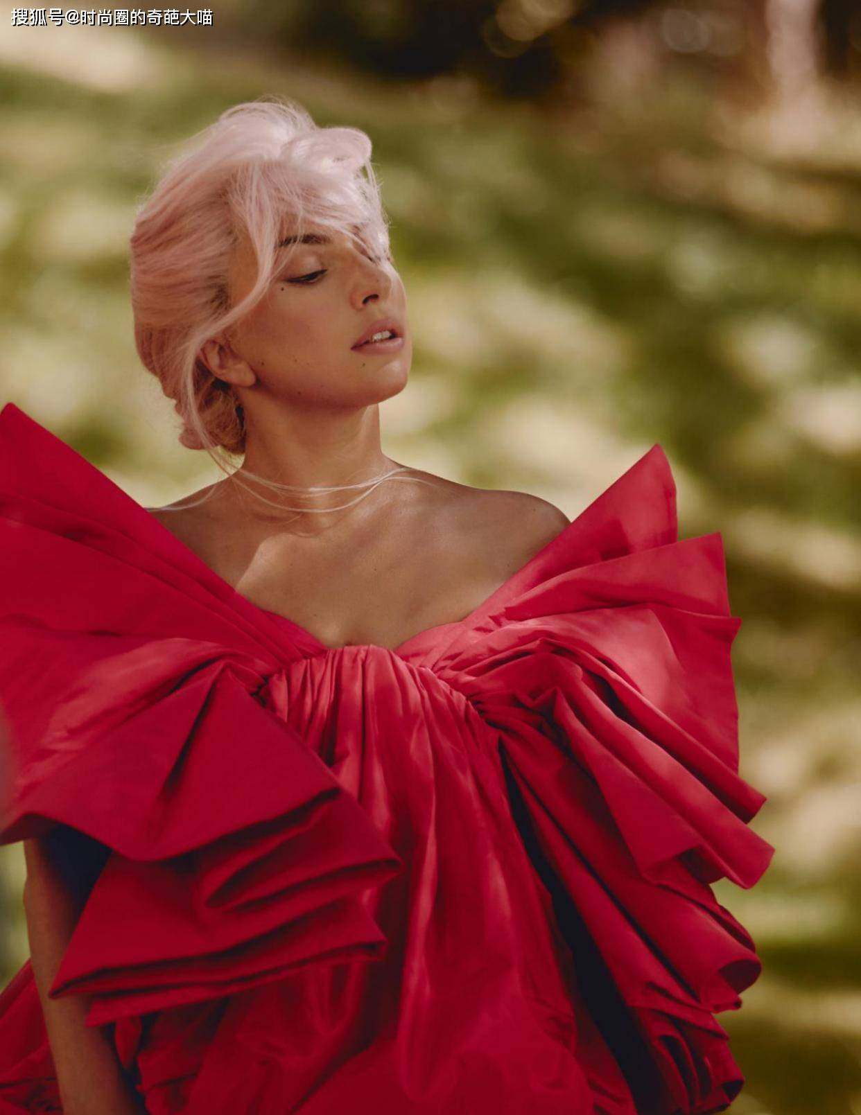 原创             Lady gaga终于美一回,华丽登场激情献唱,麻花辫看着也好高贵