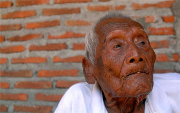 老人活了146岁,熬走了4个老婆和10多个子女,他的长寿秘诀引热议