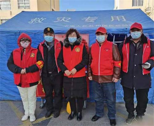 宁夏:古峡大地红马甲 寒冬温暖人间情