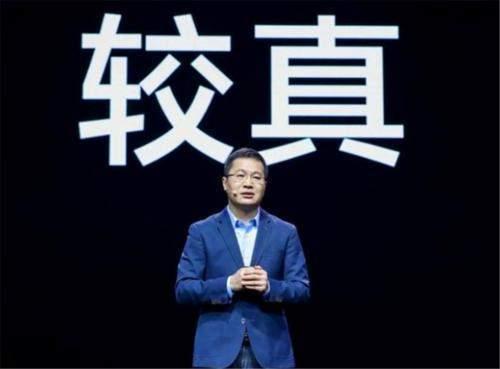 原创             卢伟冰讽刺荣耀V40:佩服把5G手机做成4000mAh的勇气