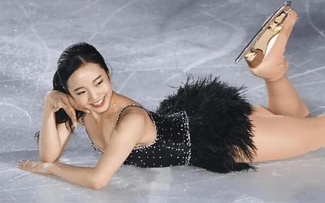 亚洲最美花滑女神,艳压福原爱,爷爷身价超20亿,想拍电影当明星