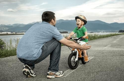 """笑喷!宝爸""""放养式""""带娃遇宝妈查岗 下一秒一顿神操作看呆网友"""