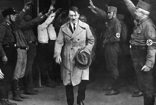 128岁老人自称是希特勒,躲藏72年不想再躲了,还拿出75件物证