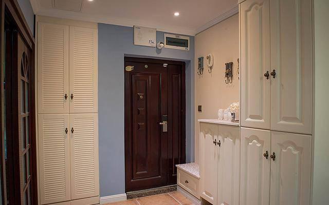 还是头一次见入户鞋柜这样装的,长见识了,忍不住晒晒弟弟的新房!