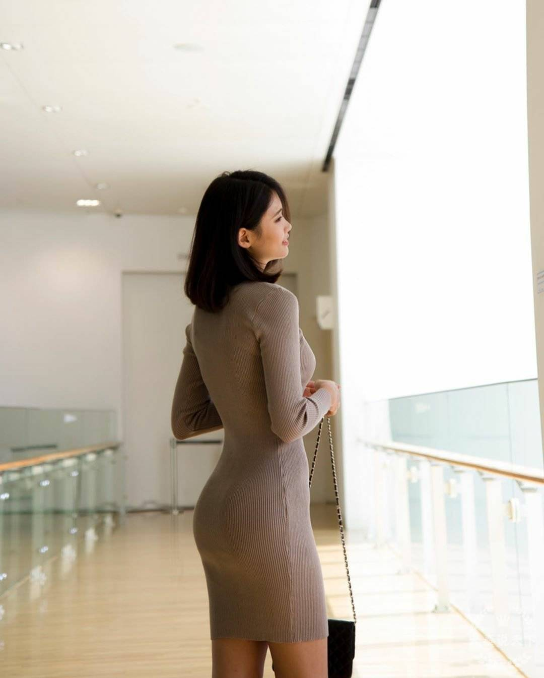车模包臀裙呈现曼妙身材 (图8)