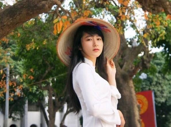 许多中国人喜欢去越南旅游,他们的目的实际上是..